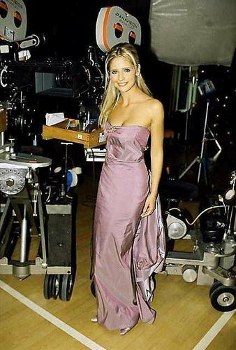 Sarah Michelle Gellar - btvs-behind-the-scene Photo