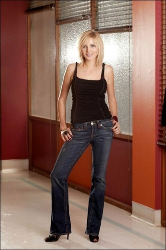 Sarah Chalke wallpaper probably with hosiery, bare legs, and a pantleg entitled Sarah's hair.
