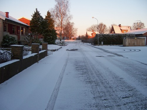 Sweden 바탕화면 with a carriageway, a snowbank, and a 거리 called Skåne 5 Mars 2008