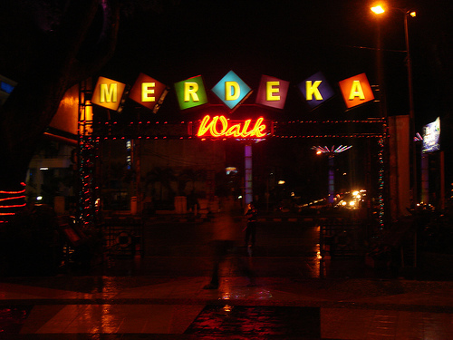 Penghuni Medan wallpaper possibly containing a multiplex and a diner titled Suasana Merdeka Walk