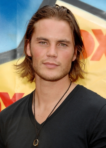 Taylor Kitsch Hintergrund titled Taylor and Adrianne