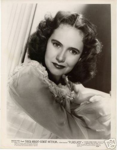 Classic فلمیں پیپر وال with a portrait titled Teresa Wright