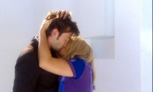 The Doctor & Rose - famous-kisses Photo