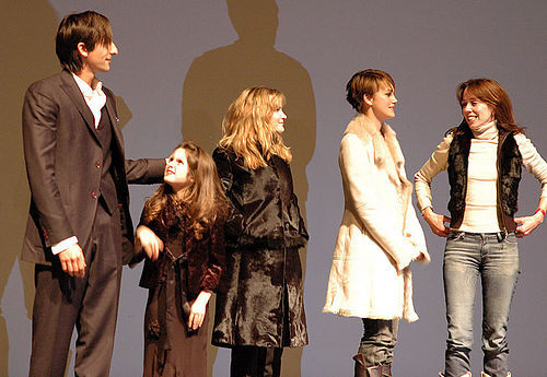 The জ্যাকেট Cast
