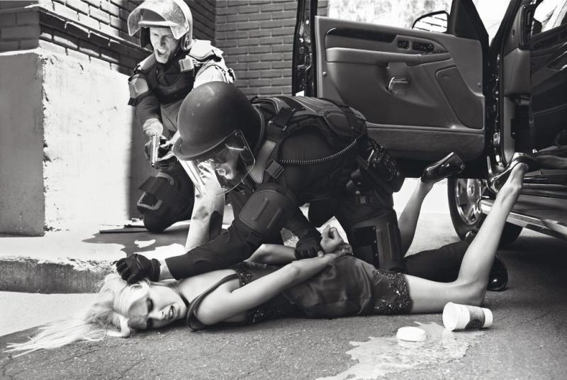 фото фбр фотографируют труп девушки
