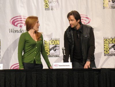 The X-Files wallpaper possibly with a pianist called Wondercon