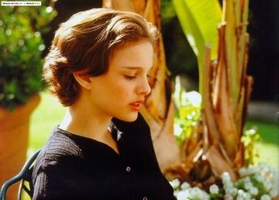 Pelakon wanita kertas dinding containing a bouquet entitled Young Natalie Portman