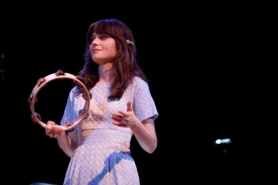 Zooey perfoming