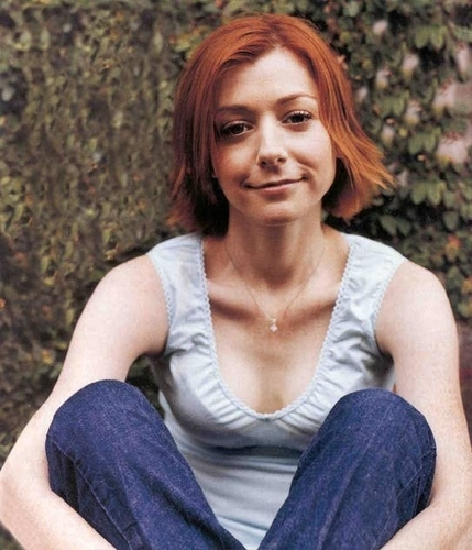 Alyson Hannigan achtergrond titled alyson as willow