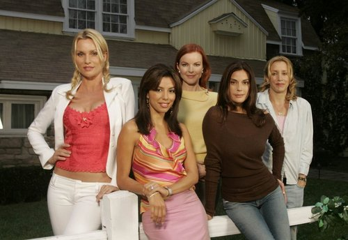 Отчаянные домохозяйки Обои possibly with a bridesmaid titled desperate housewives cast