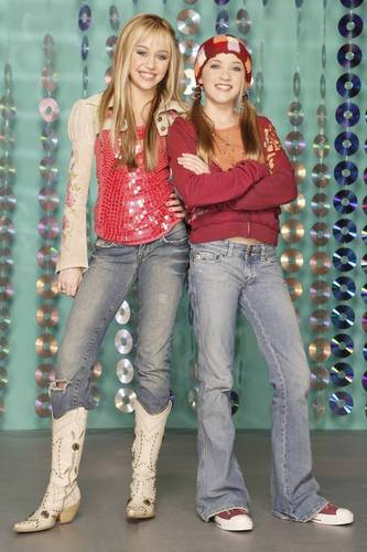 Hannah Montana wallpaper entitled lili and hannah!