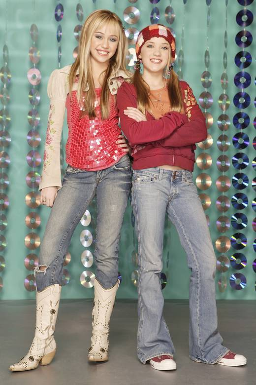 http://images1.fanpop.com/images/image_uploads/lili-and-hannah-hannah-montana-1246771_520_780.jpg