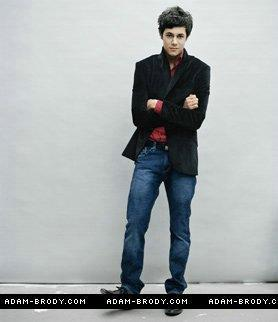 Одинокие сердца Обои containing a business suit, a well dressed person, and a pantleg, пантлег titled seth/adam brody