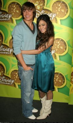 Zac Efron & Vanessa Hudgens wallpaper entitled zanessa