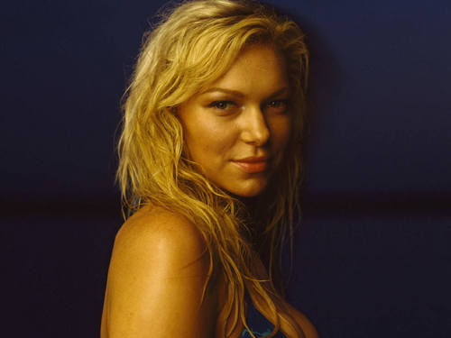 Laura Prepon wallpaper probably containing attractiveness, a portrait, and skin titled Laura