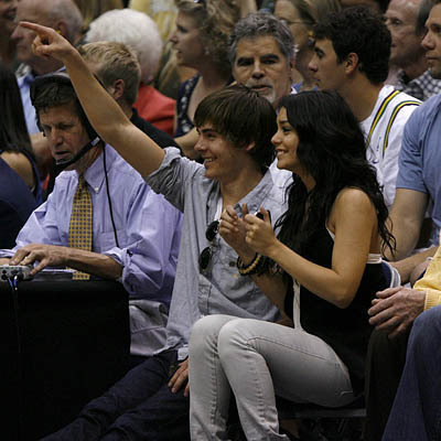 Zac Efron & Vanessa Hudgens wallpaper entitled Zanessa at the Jazz Game