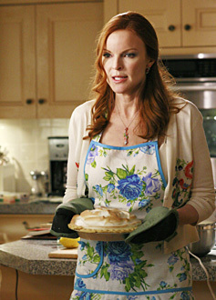 Desperate Housewives wallpaper probably containing an apron entitled dh