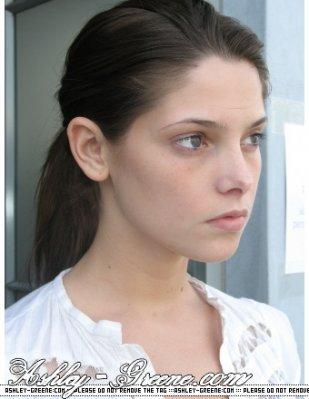 http://images1.fanpop.com/images/photos/1300000/Alice-Cullen-Ashley-Greene-alice-cullen-1360115-309-399.jpg
