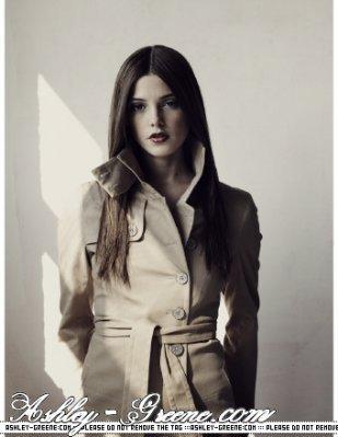 http://images1.fanpop.com/images/photos/1300000/Alice-Cullen-Ashley-Greene-alice-cullen-1360129-309-399.jpg