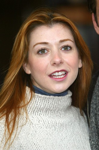 Alyson Hannigan wallpaper possibly with a portrait called Alyson