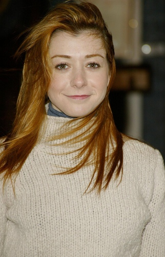 Alyson Hannigan achtergrond probably with a portrait entitled Alyson