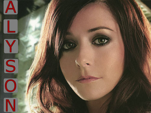 Alyson Hannigan wallpaper with a portrait called Alyson
