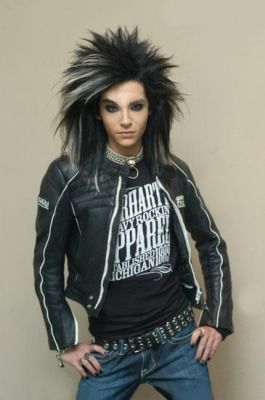 Bill Kaulitz achtergrond possibly with an outerwear, a leisure wear, and a hip boot called Bill
