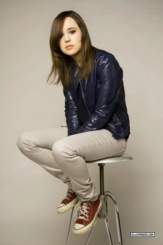 Ellen Page wallpaper probably containing a well dressed person, a business suit, and a hip boot entitled Ellen