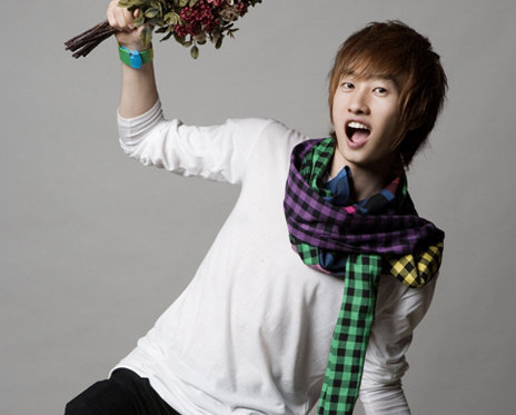 Super Junior Обои possibly with a bouquet and an outerwear titled Eunhyuk