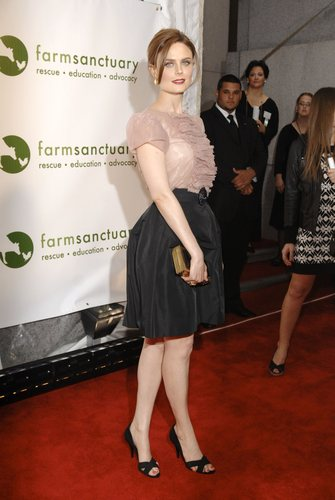 Emily Deschanel wallpaper with a well dressed person titled Farm Sanctuary Gala