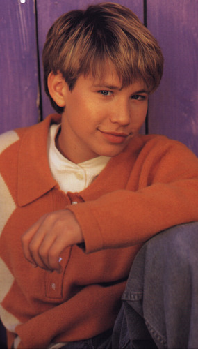 The 90s achtergrond probably containing a neonate titled Jonathan Taylor Thomas