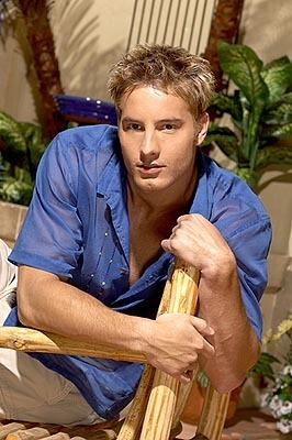 Justin Hartley Hintergrund entitled Justin As fuchs kran