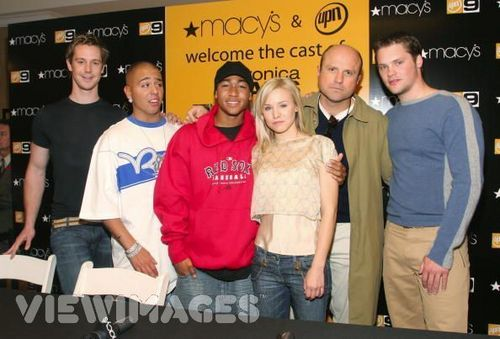 Kristen sino and the rest of the Veronica Mars cast