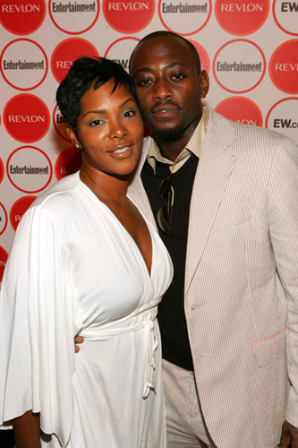 Omar Epps wallpaper with a business suit entitled Omar Epps and his wife Keisha Spivey