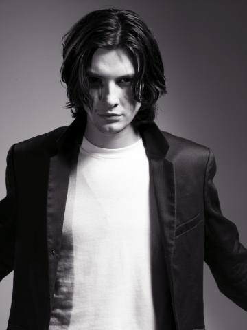 New Moon (tome 2) - Film et livre (attention spoilers) - Page 7 Photoshoot-ben-barnes-1303603-360-480