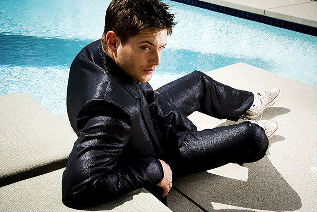 Jensen Ackles... in converse!
