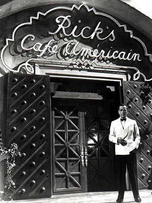 Casablanca fond d'écran possibly containing a diner, a street, and a revolving door titled Rick's Cafe Americain