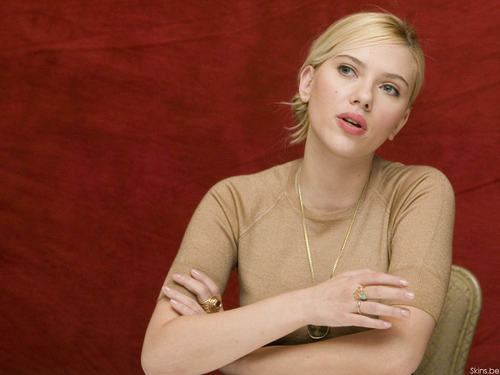 Scarlett Johansson wallpaper probably with a portrait and skin titled Scarlett
