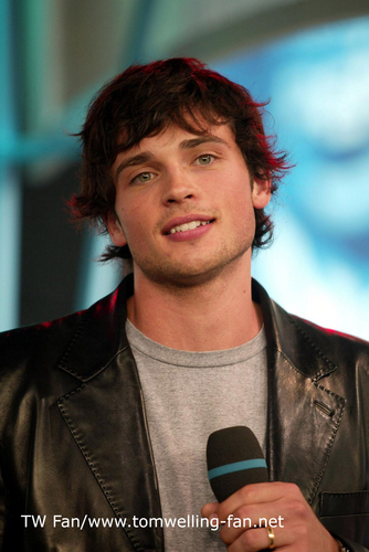 Tom Welling Hintergrund titled Tom Welling