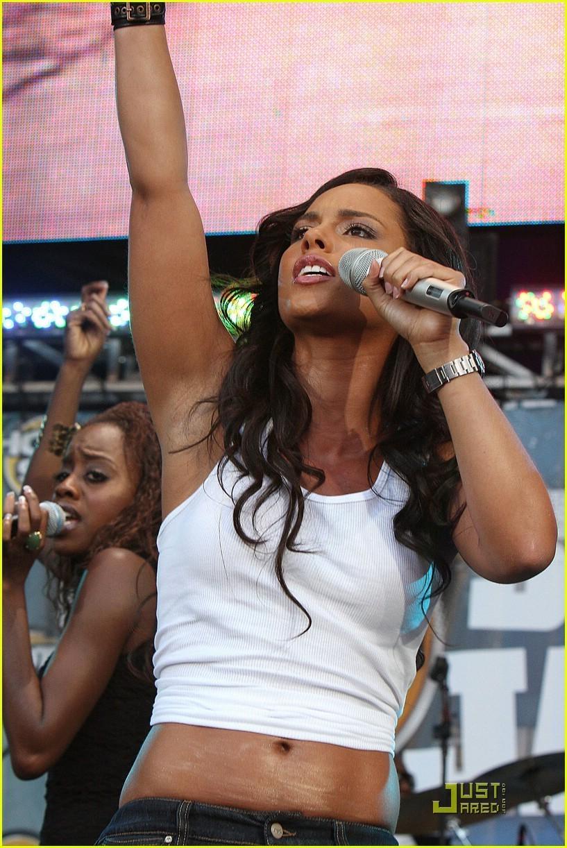 Alicia @ Hot 97 Summer जाम