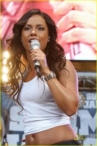 Alicia @ Hot 97 Summer 잼