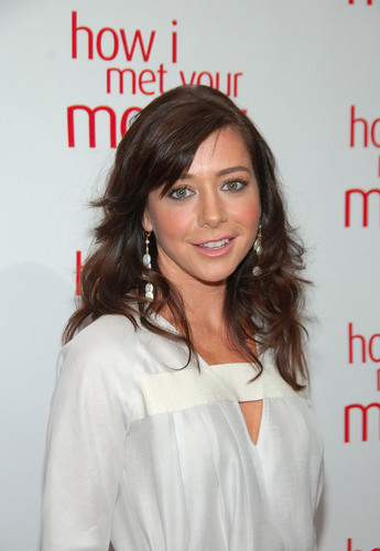 Alyson Hannigan achtergrond containing a portrait titled Aly at Academy