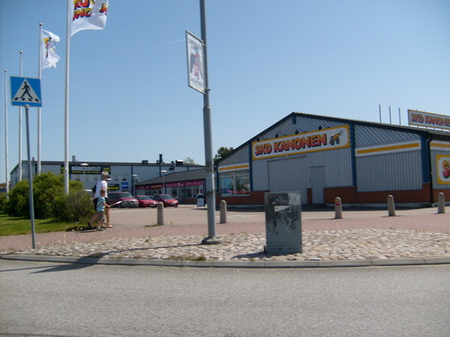 Sweden 바탕화면 possibly with a diner, a bungalow, and a 차고 entitled Center Syd Shopping Center