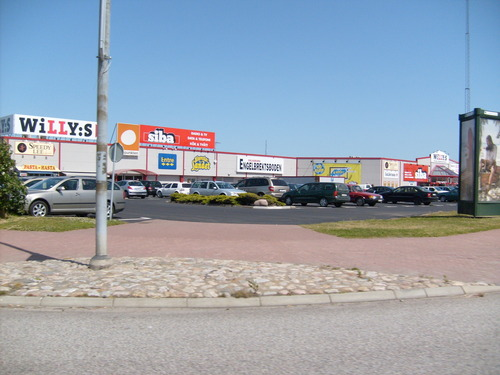 Sweden 바탕화면 containing a carriageway, a street, and a 펠리컨, 펠리 칸 crossing titled Center Syd Shopping Center
