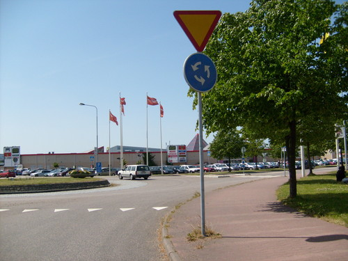 Sweden 바탕화면 with a carriageway, a street, and a 펠리컨, 펠리 칸 crossing titled Center Syd Shopping Center