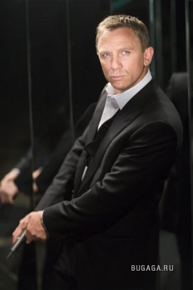 Daniel Craig 바탕화면 with a business suit, a suit, and a well dressed person titled James Bond 2008!!