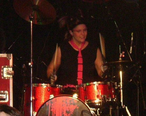 Mindless Self Indulgence fond d'écran containing a drummer, a tenor drum, and a snare drum entitled Kitty