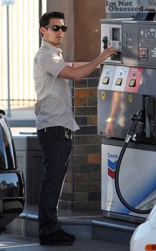 Milo stops for gas