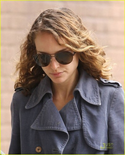 natalie portman wallpaper with sunglasses entitled Natalie