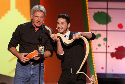 Harrison Ford wallpaper probably containing a concert entitled Nickelodeon Kids' Choice Awards 2008